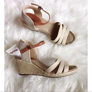 NWT Lucky Brand Wedge Sandals Size 6.5